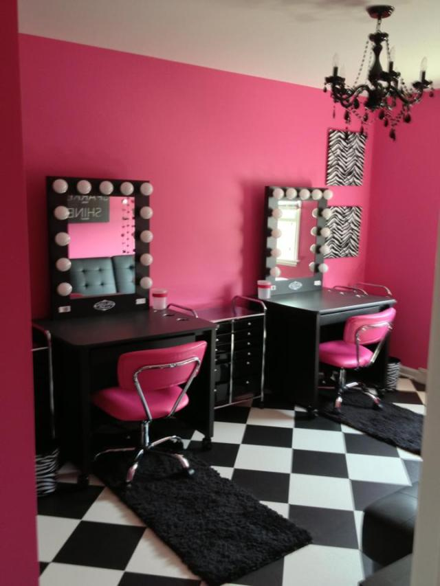 Vanity room vanity girl world for A little bit off the top salon